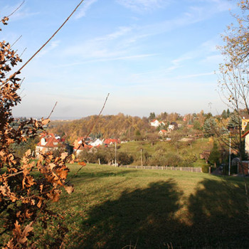 Blick auf Kleinnaundorf vom Bahndamm