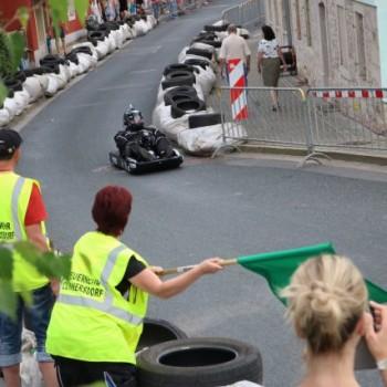 Das alljährliche Seifenkistenrennen verwandelt Kleinnaundorf in Klein-Monaco.
