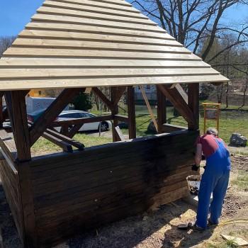 Wetterschutzanstrich damit die Hütte lange Wind und Wetter trotzt