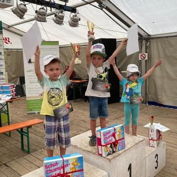 Die kleinen Sieger des Bobbycar-Rennens