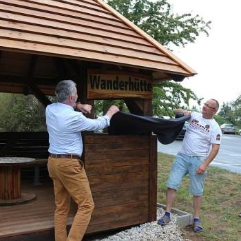 OB Uwe Rumberg und Thomas Käfer enthüllen die Namenstafel