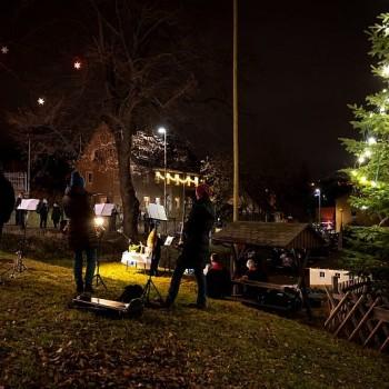 Weihnachtliche Stimmung auf dem Festplatz.