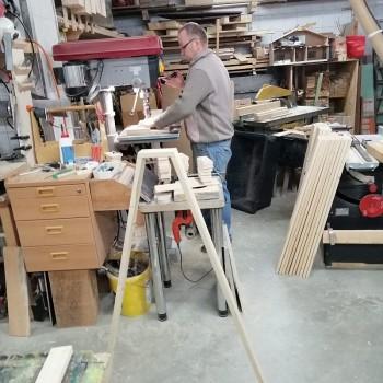 In der Kinder- und Familienwerkstatt werden die Schwippbogenspitzen gefertigt